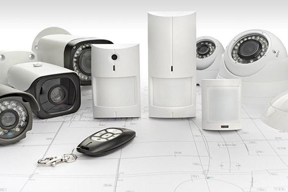 Détecteur de mouvement, sirène et centrale d'alarme intrusion