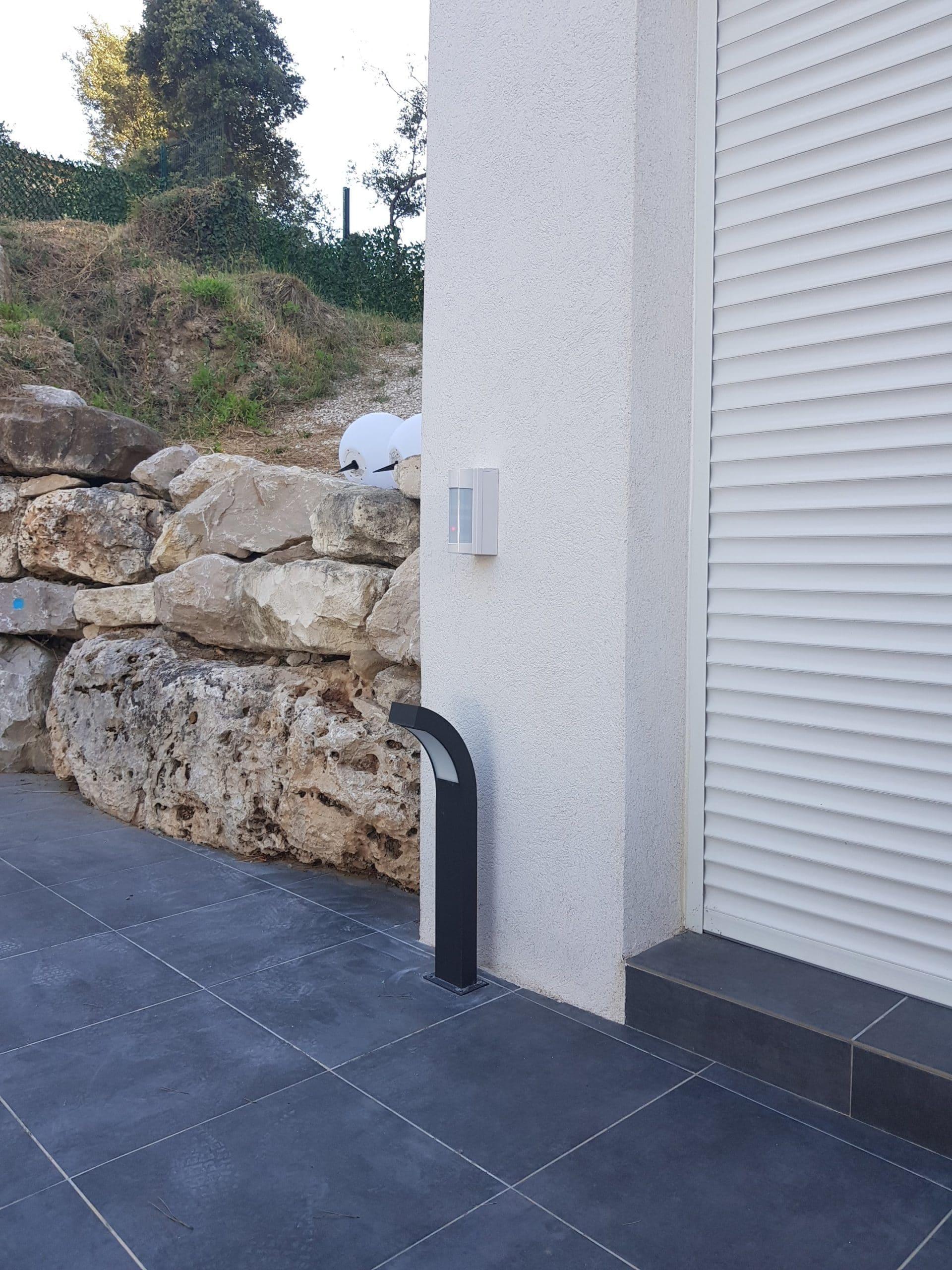Installation de détecteur de zone extérieur pour sécuriser une villa à Ventabren