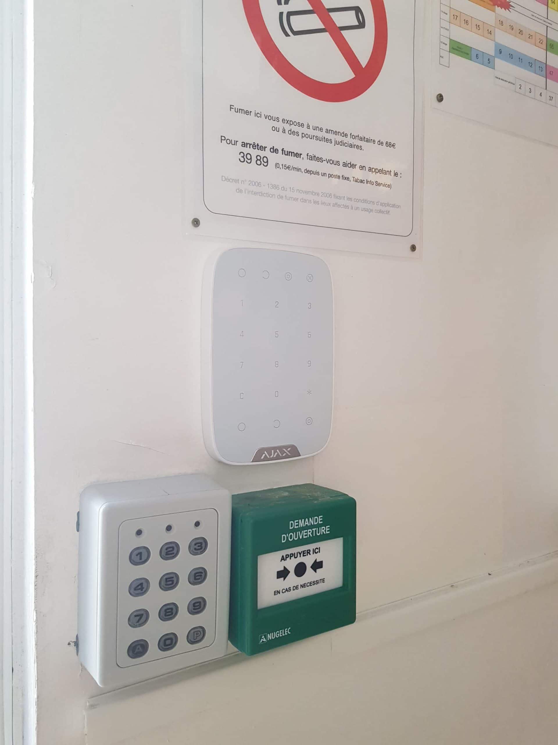 Pose de clavier de code de sécurité d'une alarme sans fil dans les Bouches du Rhône