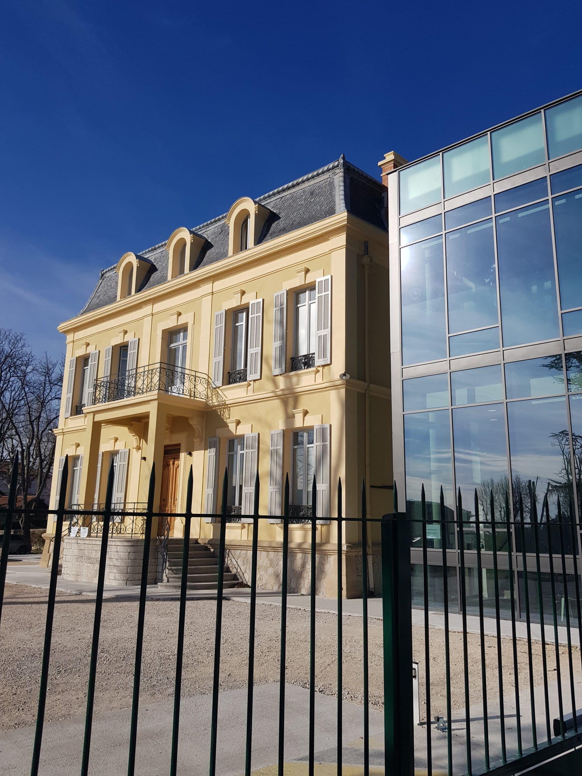 Installation d'alarme et détecteurs de mouvement pour la sécurité d'une clinique à Aix en Provence