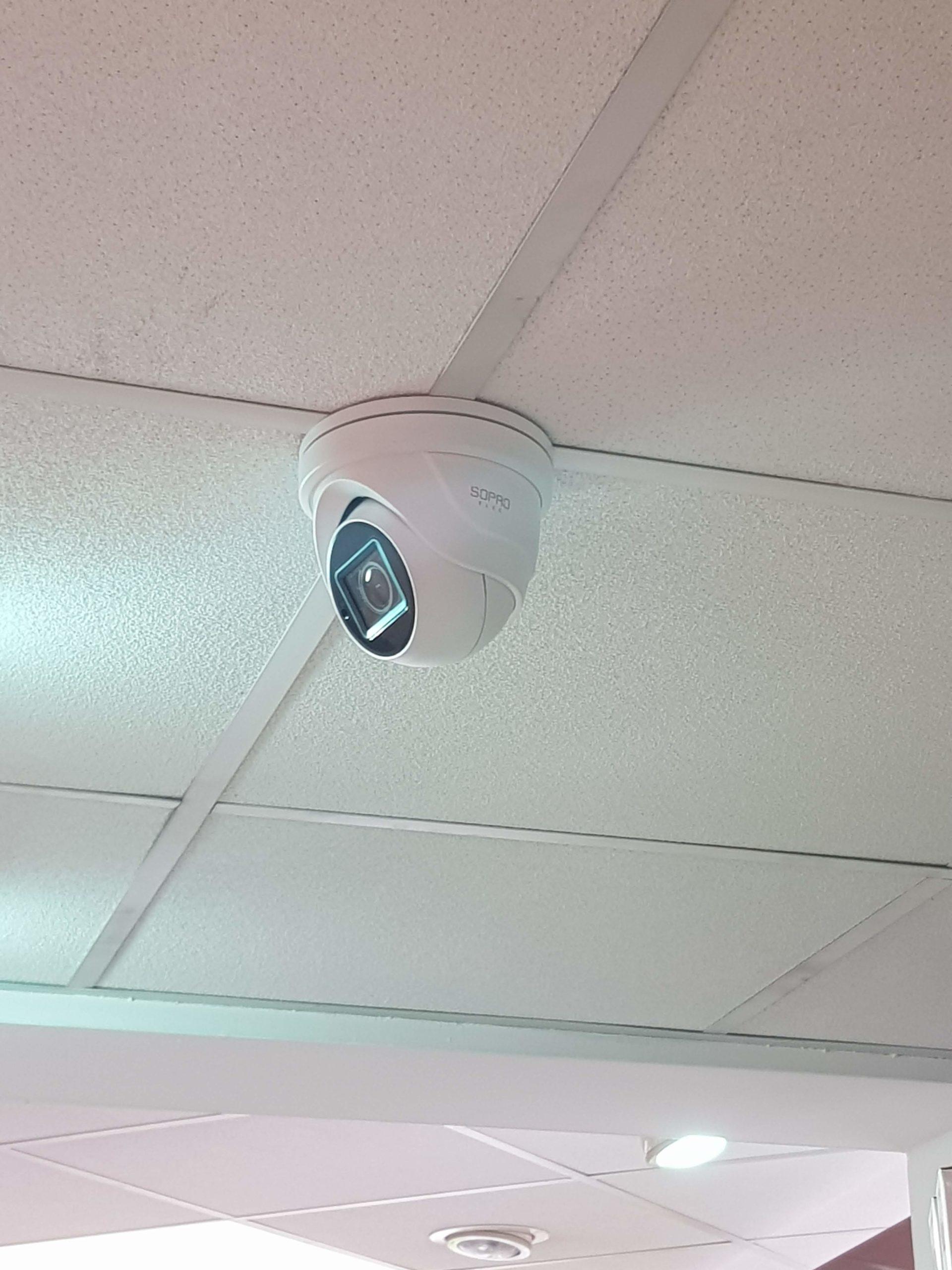 Pose de caméra de vidéorveillance intérieur dans une pharmacie à Aix en Provence