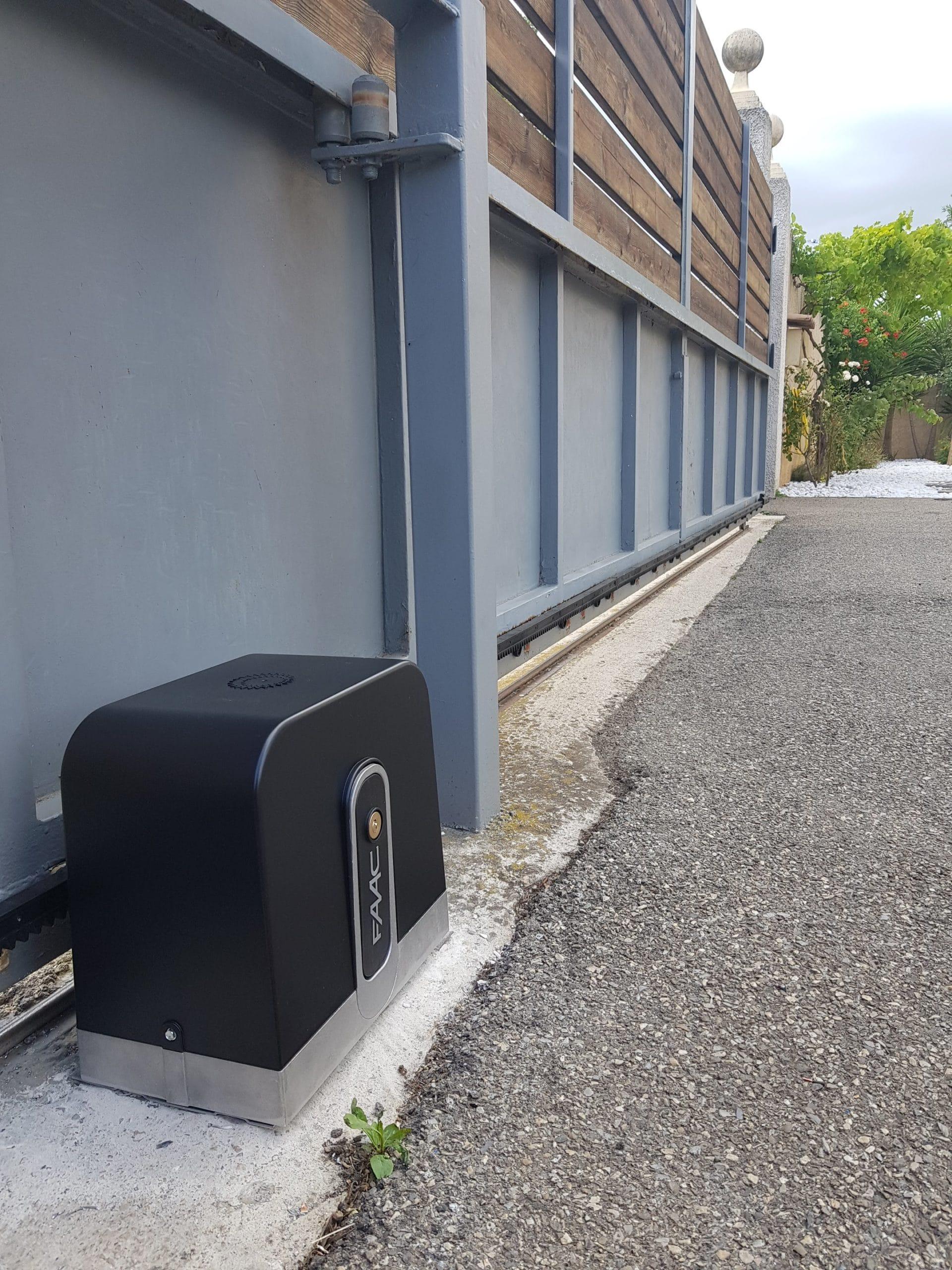 Remplacement de moteur d'un portail coulissant avec télécommande d'ouverture à Salon de Provence