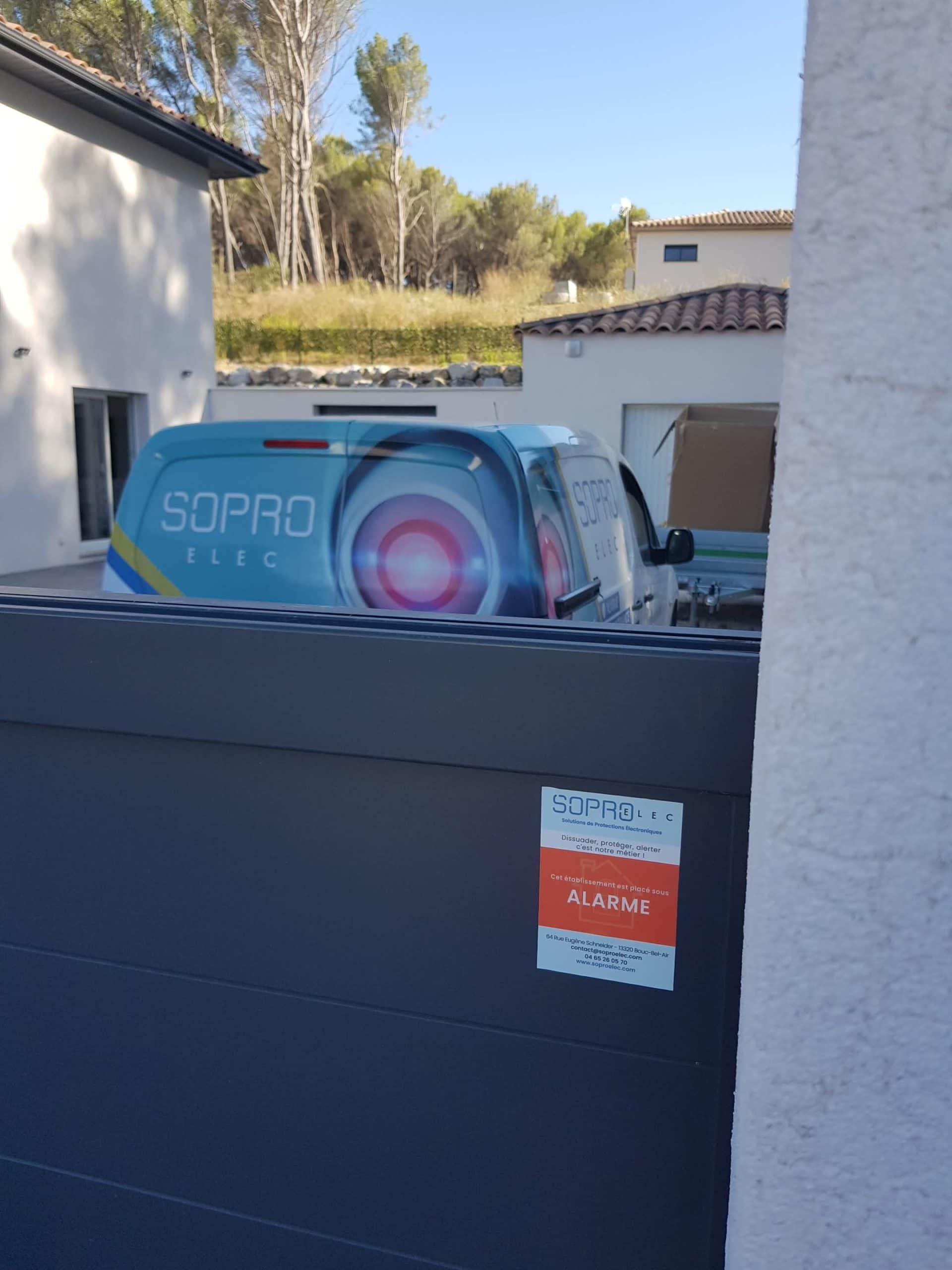 Installation d'une alarme sans fil Ajax avec détecteurs de zones et sirènes pour une maison neuve à Ventabren