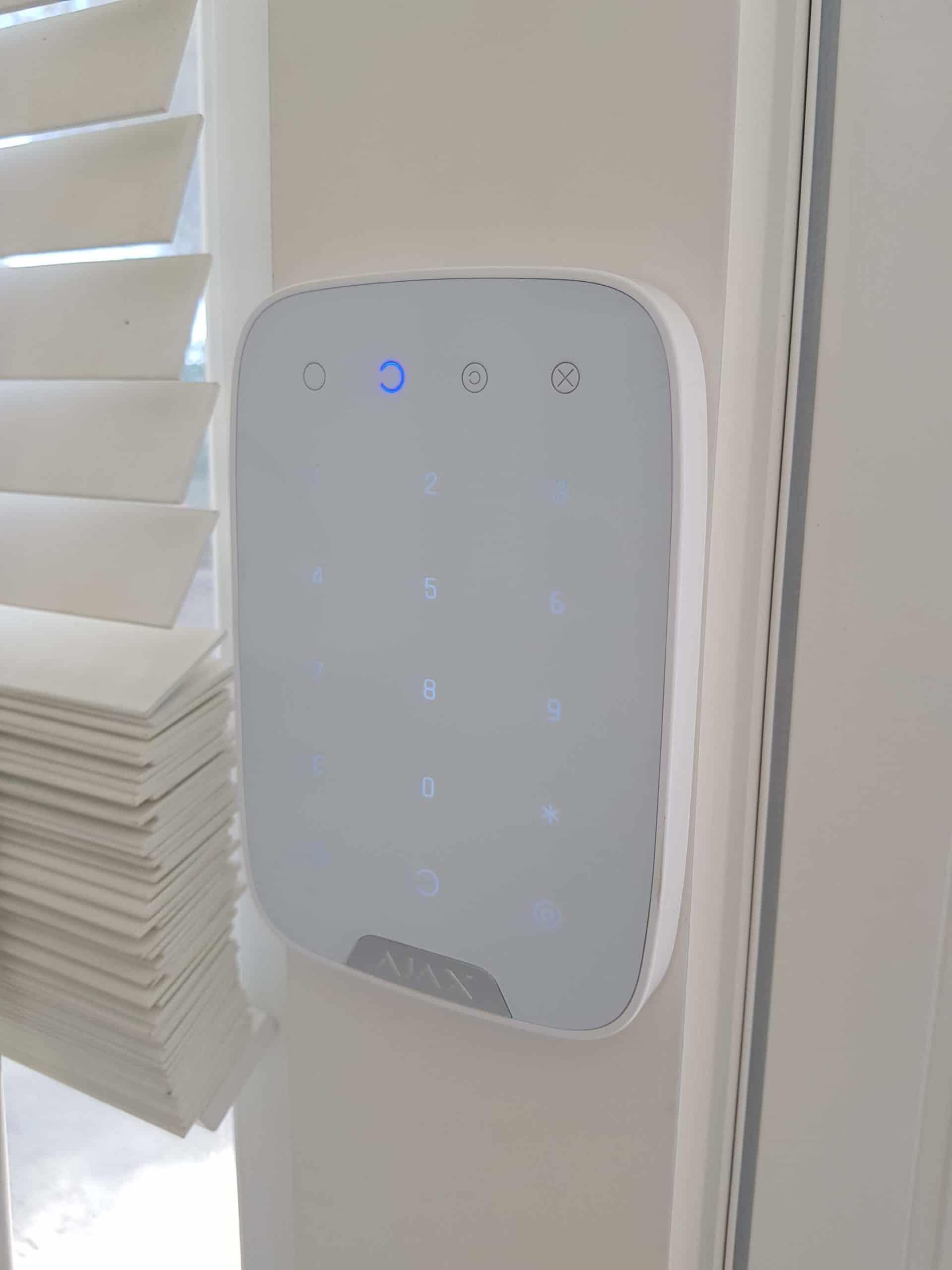 Installation d'une alarme sans fil avec 4 répéteurs radio pour un EHPAD de 4 étages aux Baux de Provence