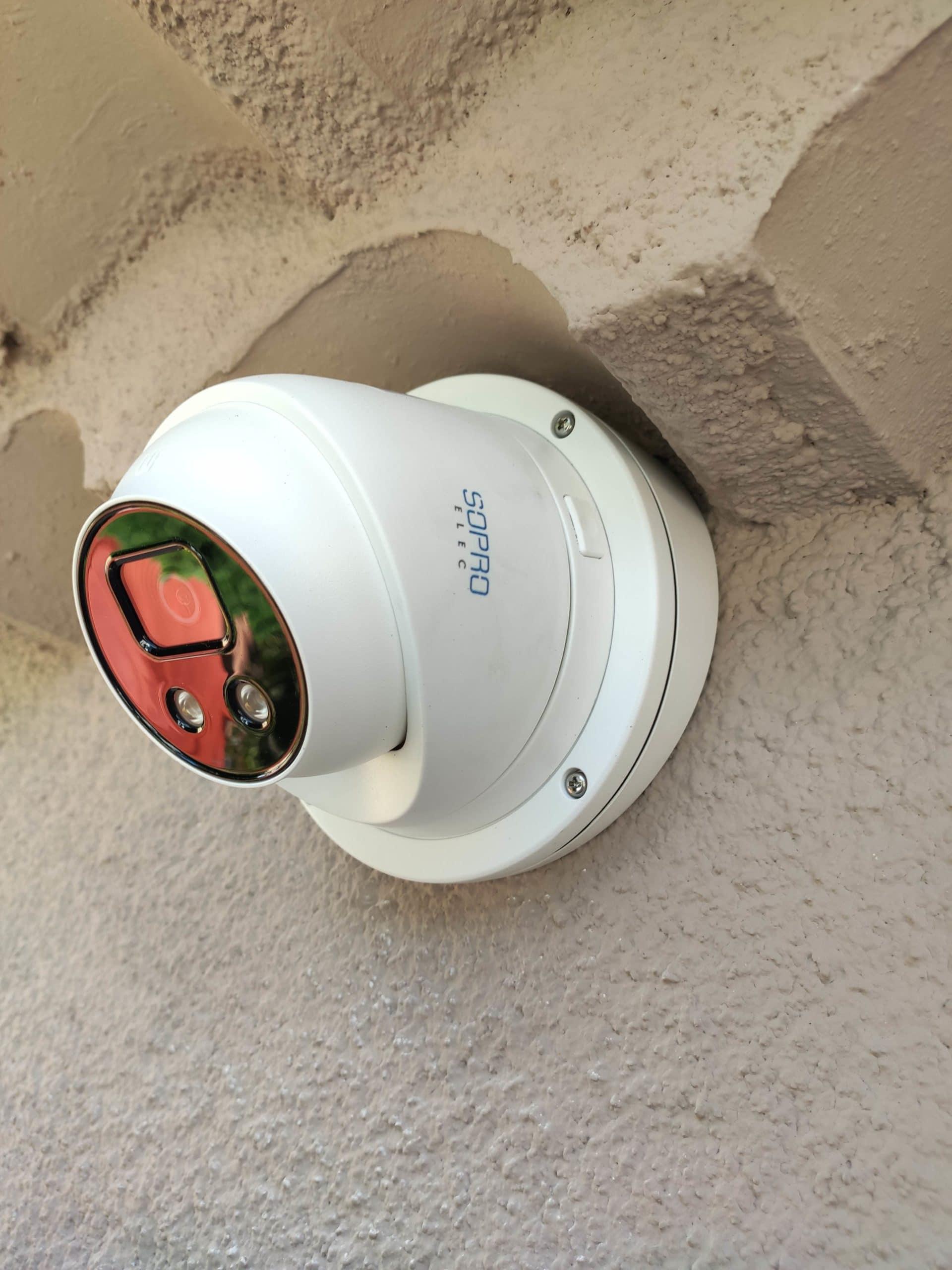 Pose de caméra de vidéosurveillance IA pour maison à Aix en Provence