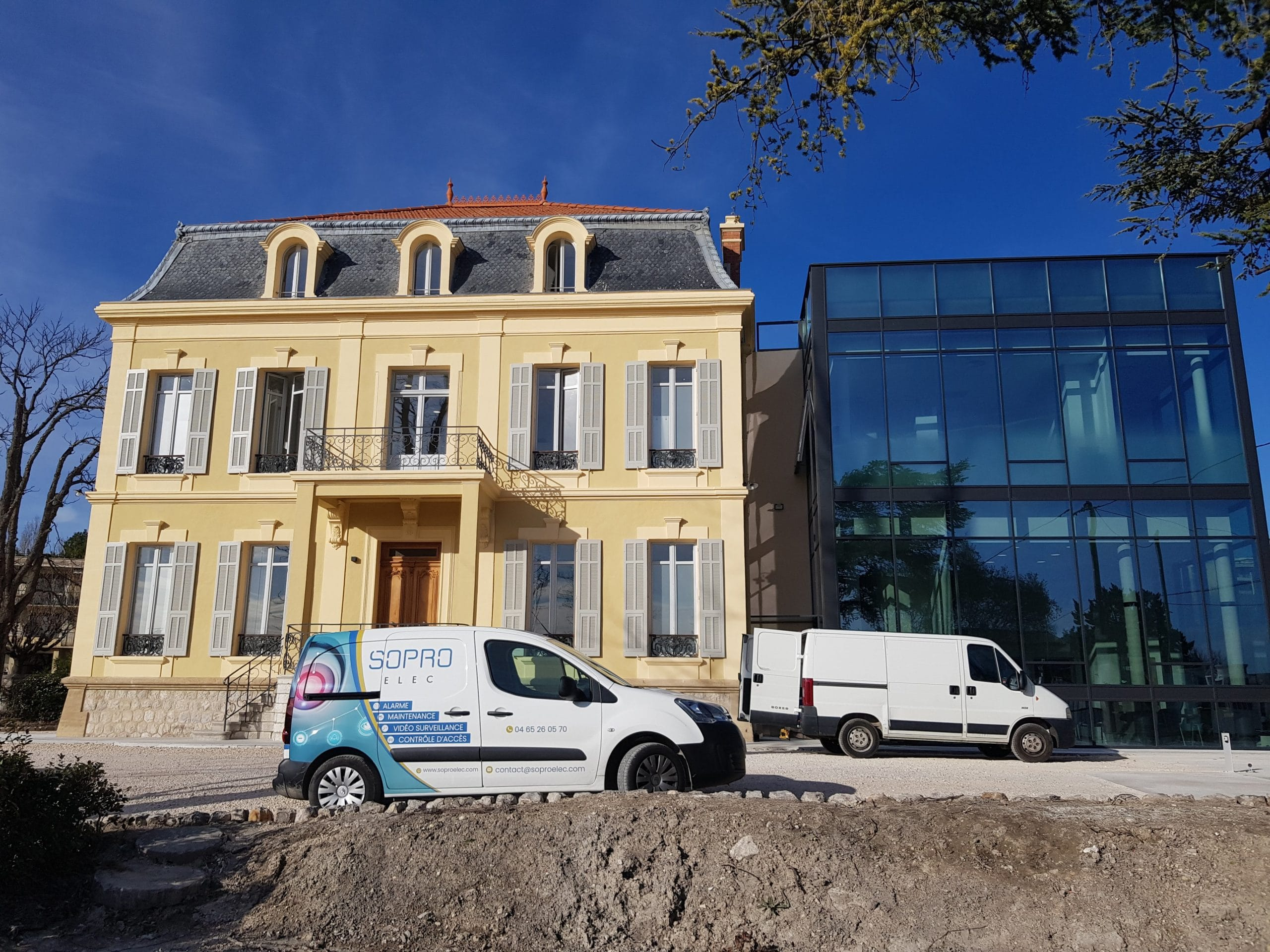 Installation d'une alarme et 5 détecteurs de mouvement dans une clinique à Aix en Provence