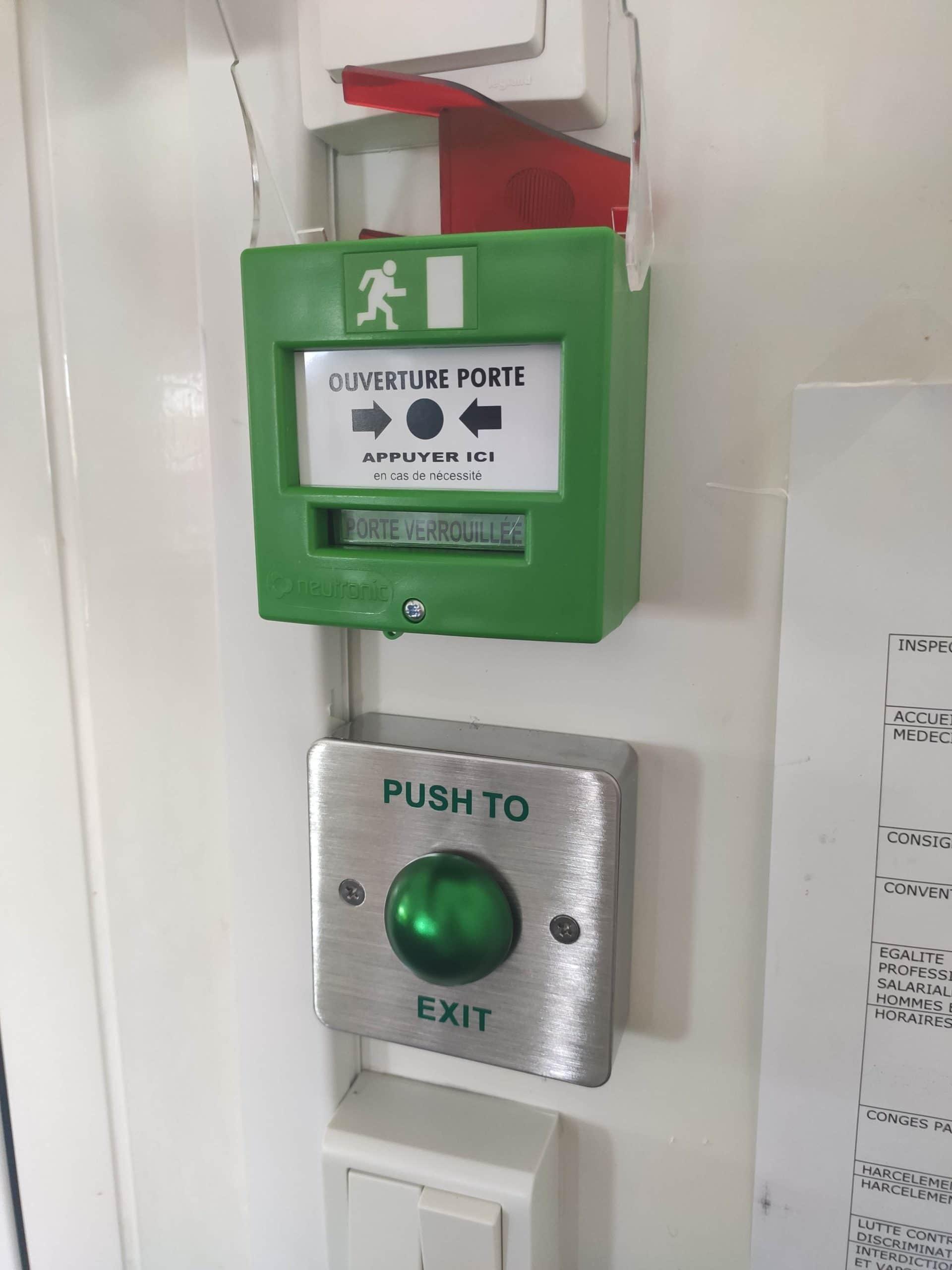 Installation de contrôle d'accès de 2 portes pour un entrepôt avec bureau et stockage à Gardanne